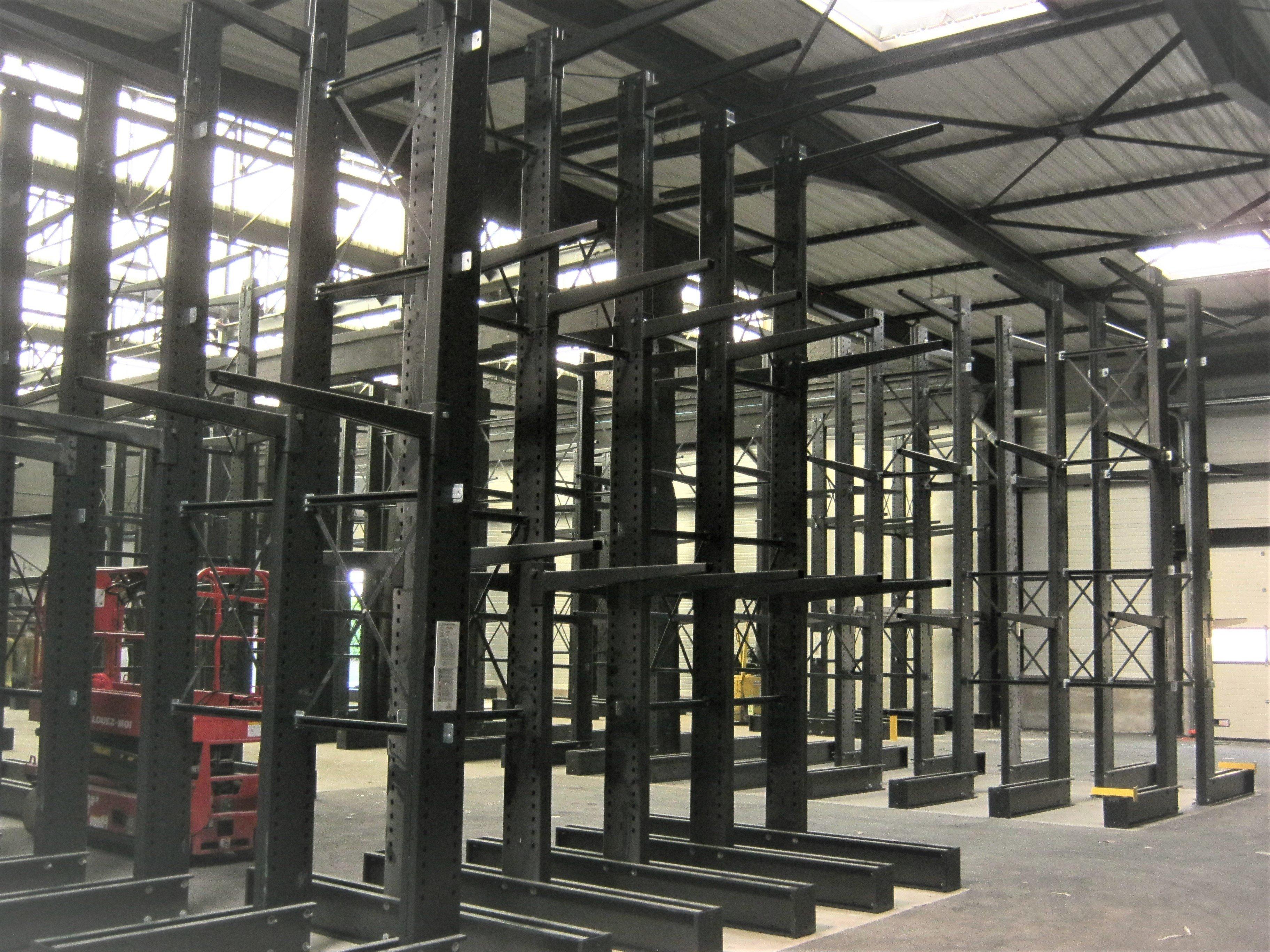 Conception d'un espace de stockage avec 150 m linéaires de cantilever